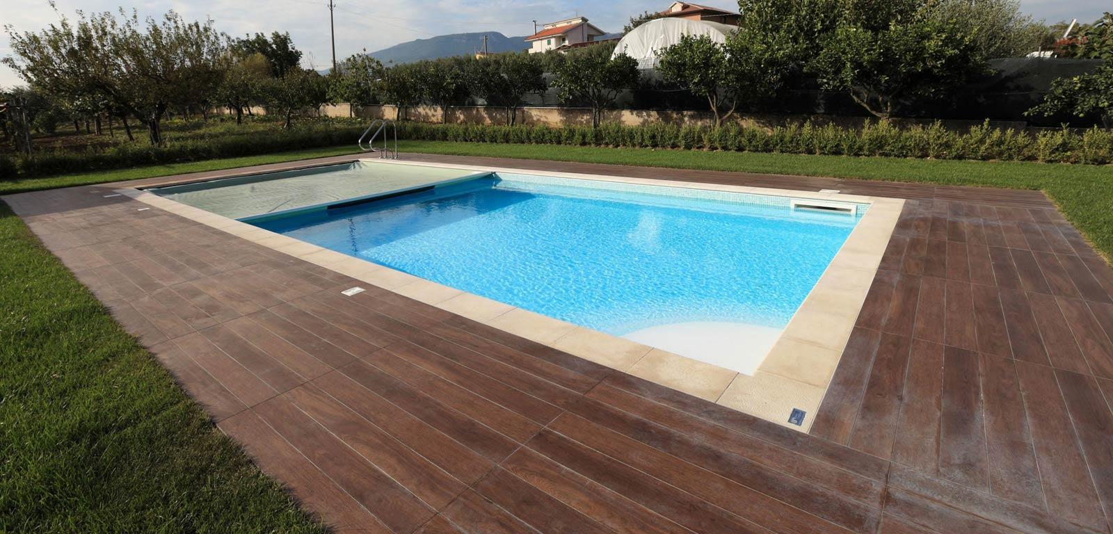Piscina Su Terreno In Pendenza piscine interrate terni bordo sfioro cascata